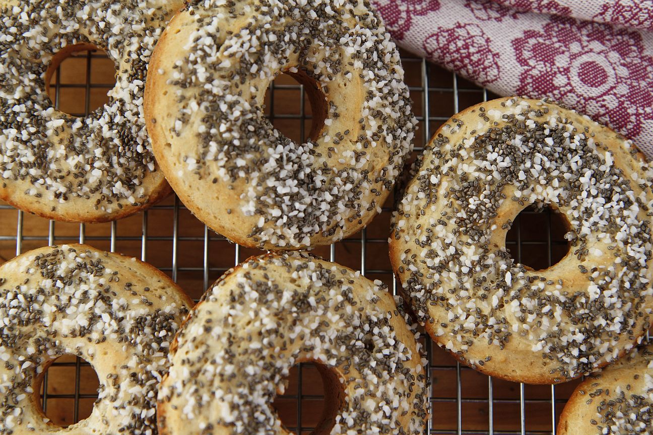 Baked Chia Bagels (GF, V) | Bob's Red Mill Blog