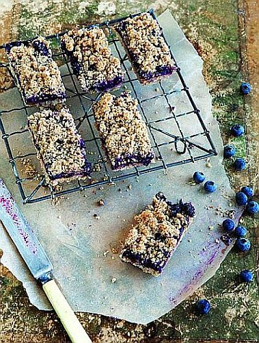 Whole-Grain Mornings Blueberry Breakfast Bars | Bob's Red Mill