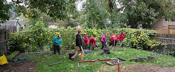 BobsRedMill-gardeningCrew-working_1