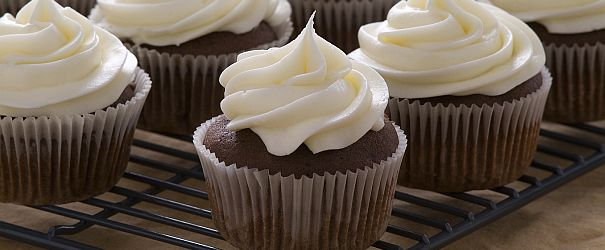 Buttermilk Chocolate Cupcakes With Vanilla Buttercream Gf Bob S Red Mill Blog